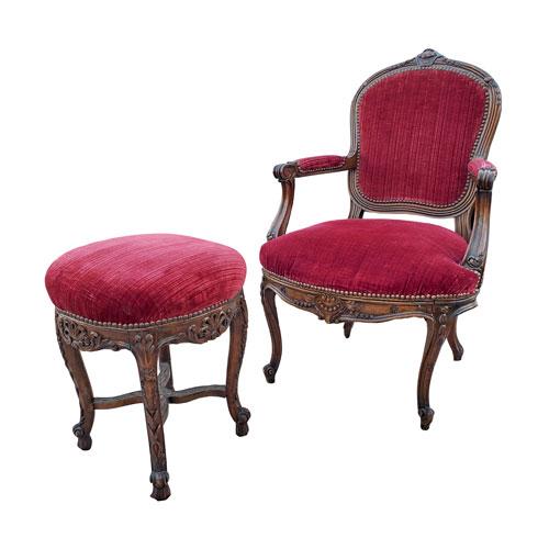 red-velvet-chair